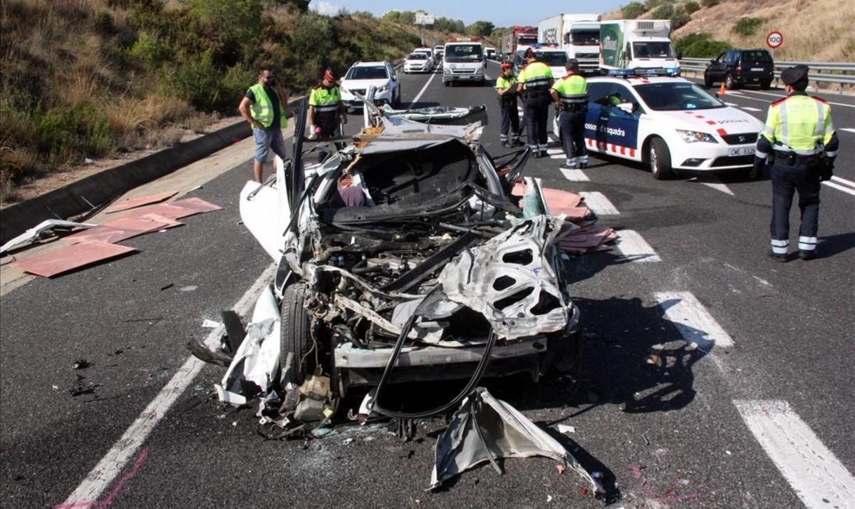 Estado de un turismo mplicado en un accidente reciente en Altafulla.