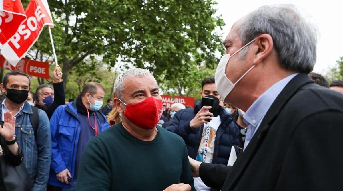 Jorge Javier Vázquez arropa al PSOE en un mitin de Ángel Gabilondo en Vallecas.