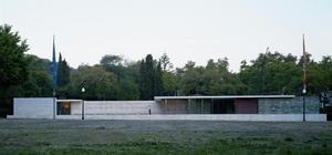 Vista exterior del Pabellón Mies Van der Rohe.