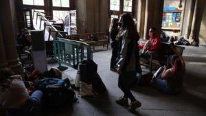 Un grupo de estudiantes ocupan el rectorado de la Universitat de Barcelona.