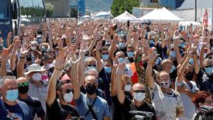 La plantilla de Nissan ratifica el acuerdo para el cierre de las plantas de Barcelona