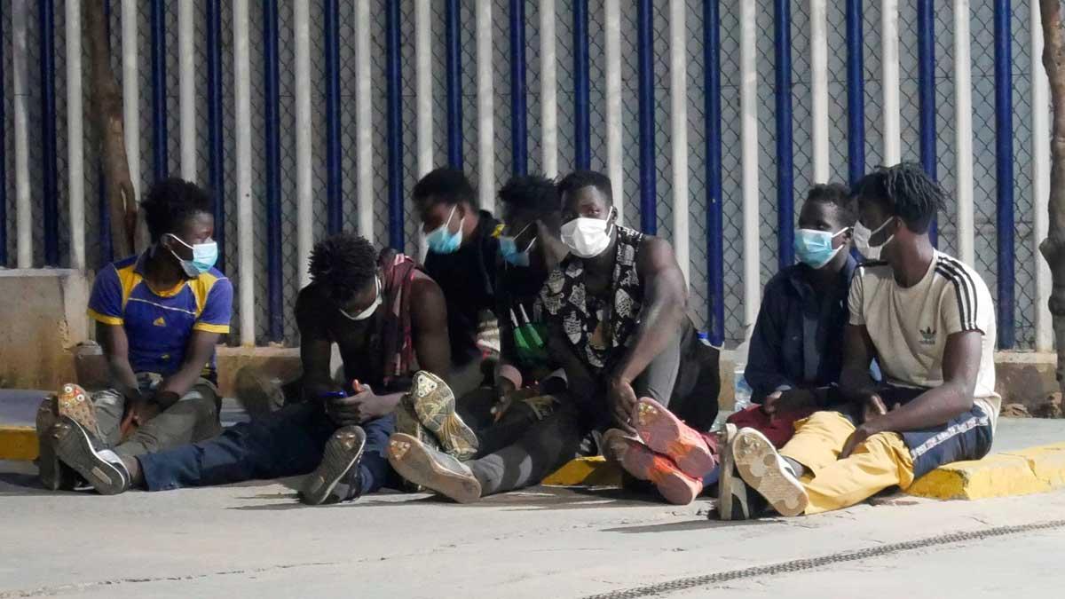 Una decena de migrantes entra a Melilla en nuevo salto a la valla.