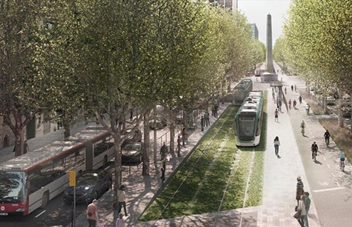 El tranvía por la Diagonal, en el centro de la calzada, junto al carril bici y con los coches en los laterales.