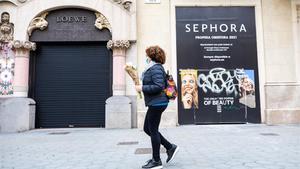 Cartel que anuncia la nueva apertura de Sephora, en el número 37 del paseo de Gràcia.