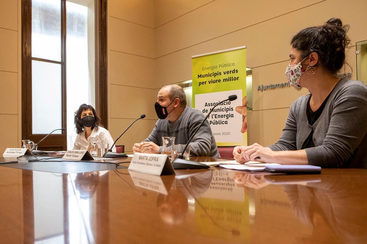 Alba Pijuan, Carles Caballero y Marta Jofra en la asamblea para la constitución de la AMEP en Terrassa
