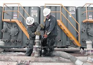 Una planta de extracción de hidrocarburos con 'fracking', en Dakota del Norte.