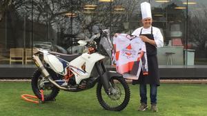 Nandu Jubany, con la moto con la que iba a correr el Dakar.