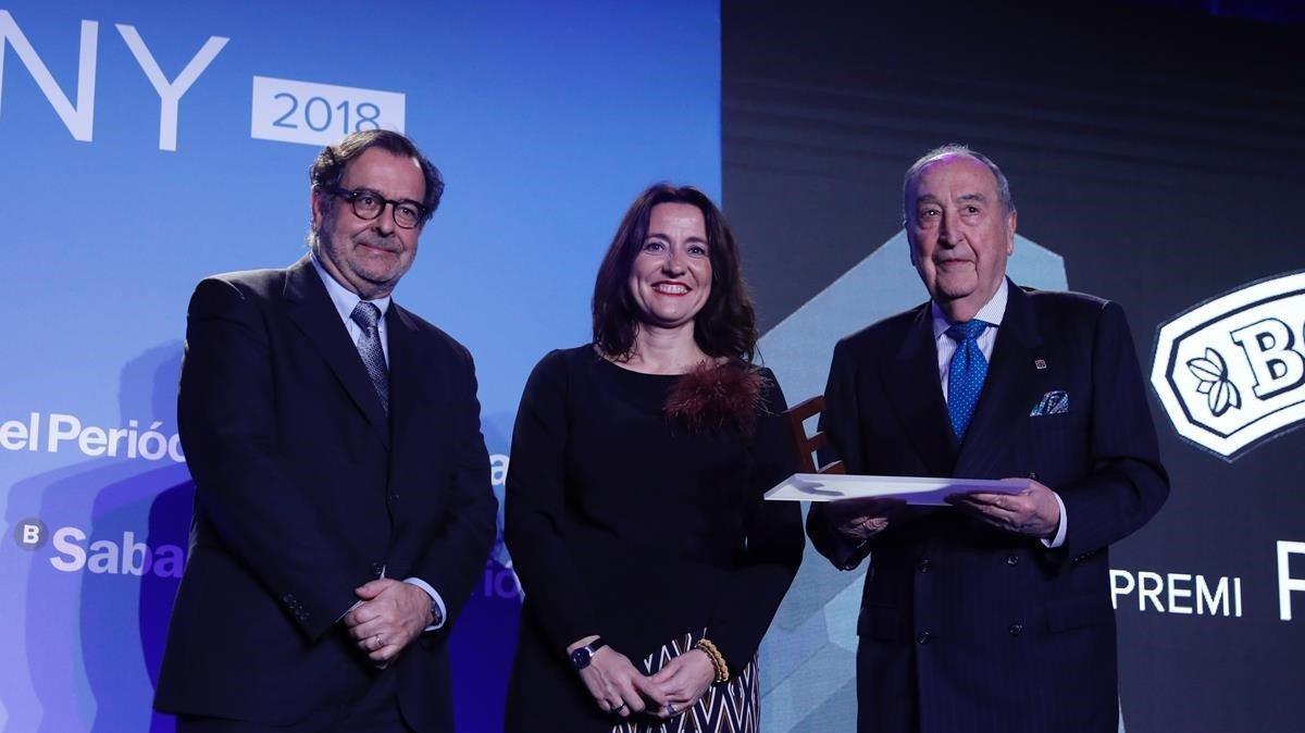 Entrega del premio Projecta a Josep Pont por parte deMerce Conesa y Albert Sáez.