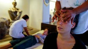 El masaje tailandés, reconocido como patrimonio cultural intangible de la UNESCO.