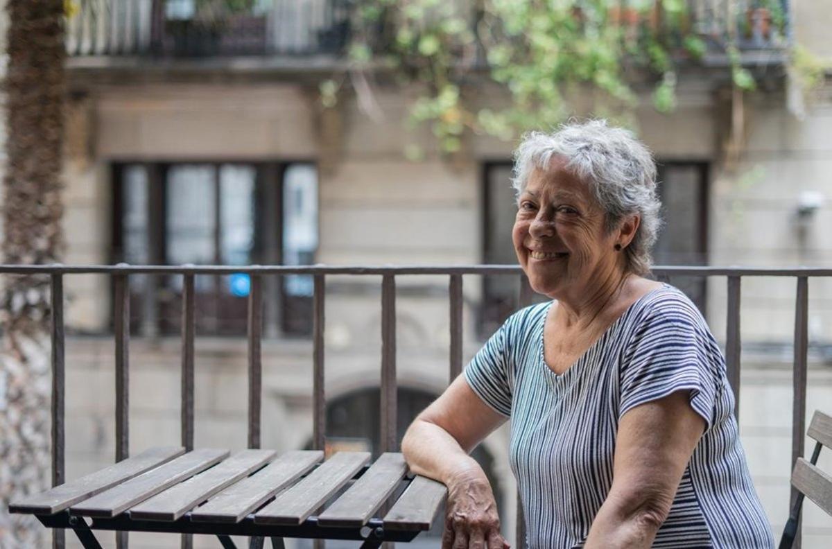 Luisa Rodríguez, frente al ventanal de la antigua redacción de 'El Víbora'.