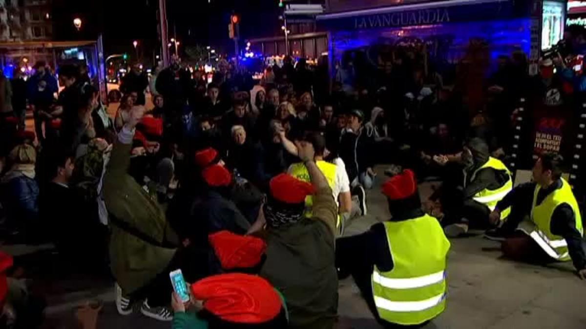 La tarde estuvo precedida por la manifestación independentista para teñir de lazos amarillos la ciudad condal.