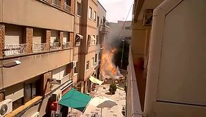 Imatges de la canonada de gas rebentada a Sant Joan Despí.