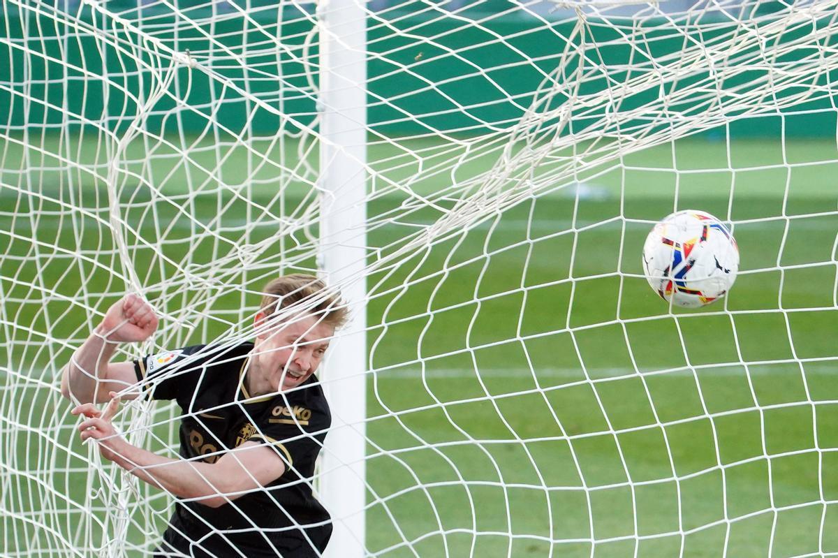 De Jong tras marcar el 0-1 al Elche.
