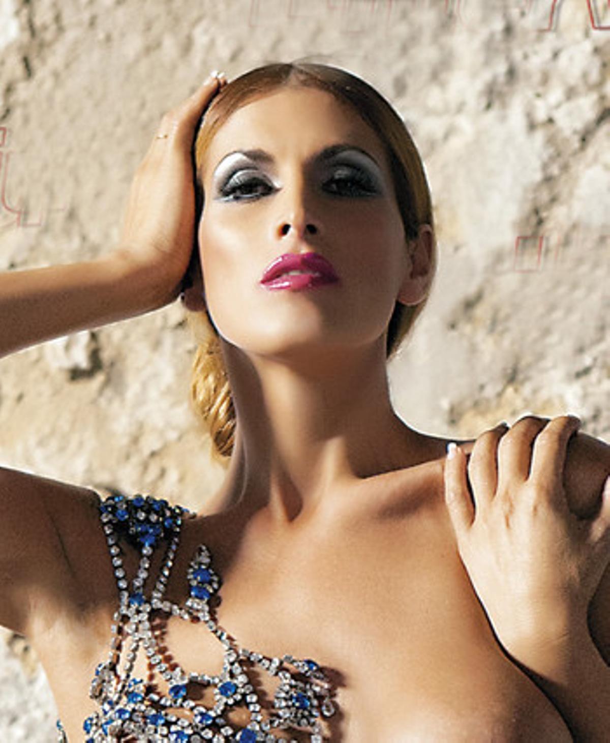 Lara Sajén en la portada de 'Interviú'