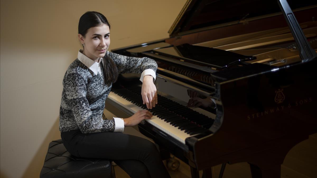 Alexandra Dovgan, un prodigio nacida para la música, en el Auditori donde debuta este fin de semana.