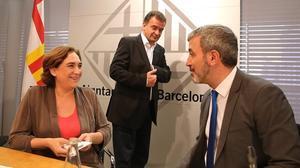 Ada Colaucon el socialista JaumeCollboni y, detrás, el republicano Alfred Bosch.