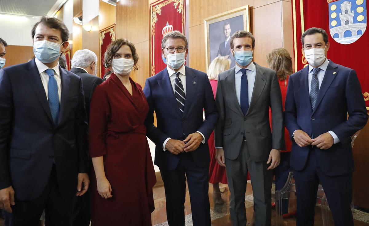 Los barones del PP: de izquierda a derecha, Alfonso Fernández Mañueco (presidente de Castilla y León), Isabel Díaz Ayuso (presidenta de Madrid), Alberto Núñez Feijóo (Galicia), Pablo Casado (líder del partido) y Juan Manuel Moreno (Andalucía).