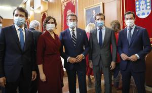 Casado s'enreda amb la pandèmia