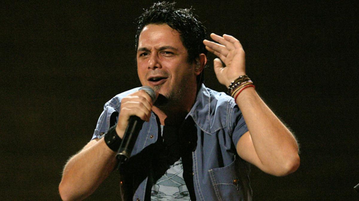 Alejandro Sanz expulsa de su concierto a un hombre que estaba maltratando a un mujer.