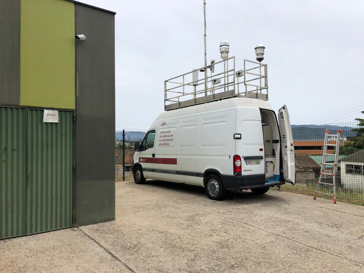 Estación de medida de la contaminación atmosférica ubicada al lado de la Escola Bressol Municipal El Gargot de Parets