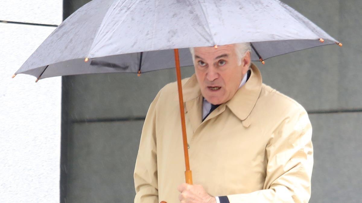 Luis Bárcenas a la entrada de la Audiencia Nacional.