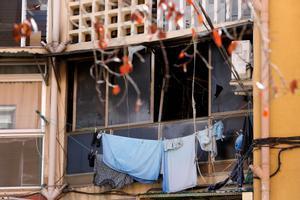 El edificio incendiado en Olesa de Montserrat este domingo, un posible caso de pobreza energética.