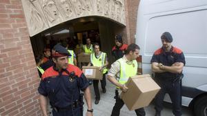 Registro de los Mossos en las oficinas de la Fundació Orfeó Català-Palau de la Música, el 23 de julio del 2009.