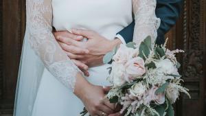 Tornen els casaments a l'estiu: ¿quants diners he de donar si em conviden?