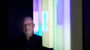 Brian Eno, este miércoles, en el centro Arts Santa Mònica de Barcelona, en la inauguración de 'Lightforms / Soundforms'.