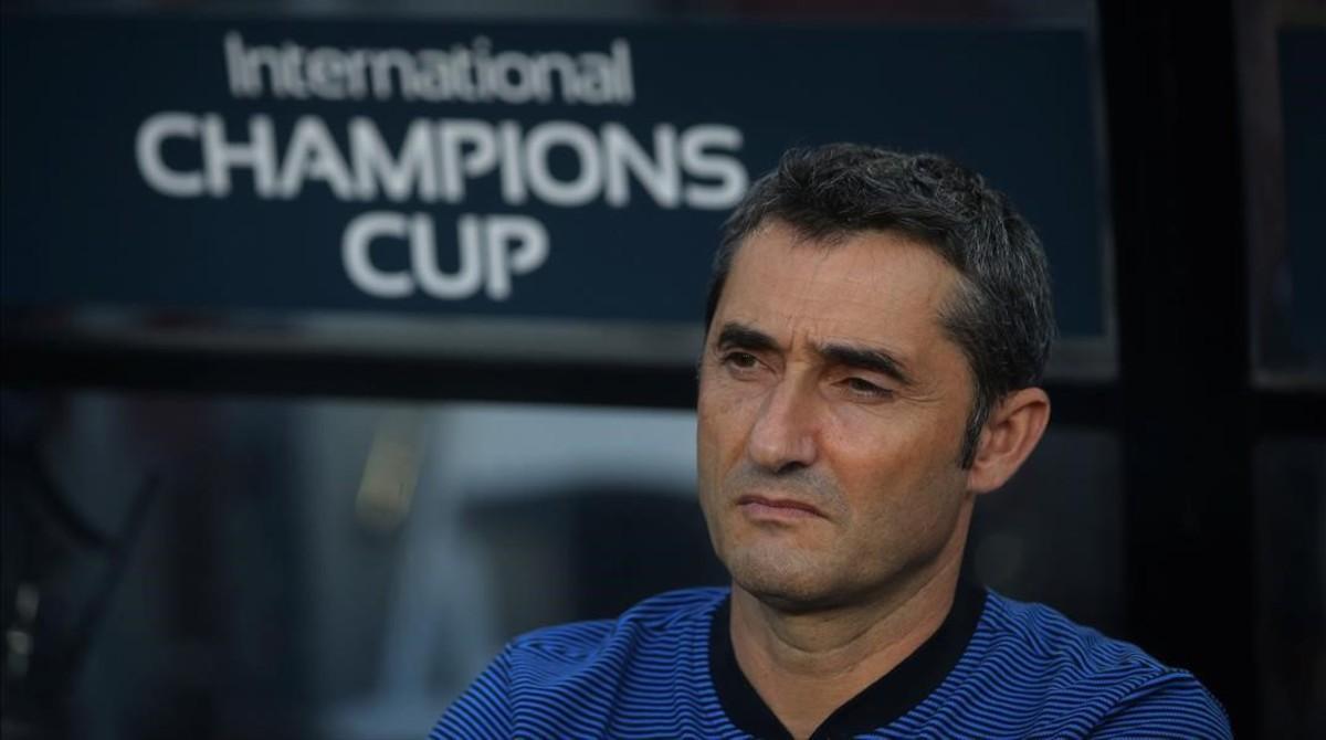 Ernesto Valverde, en el banquillo del FedEx Field, durante el partido ante el Manchester United.