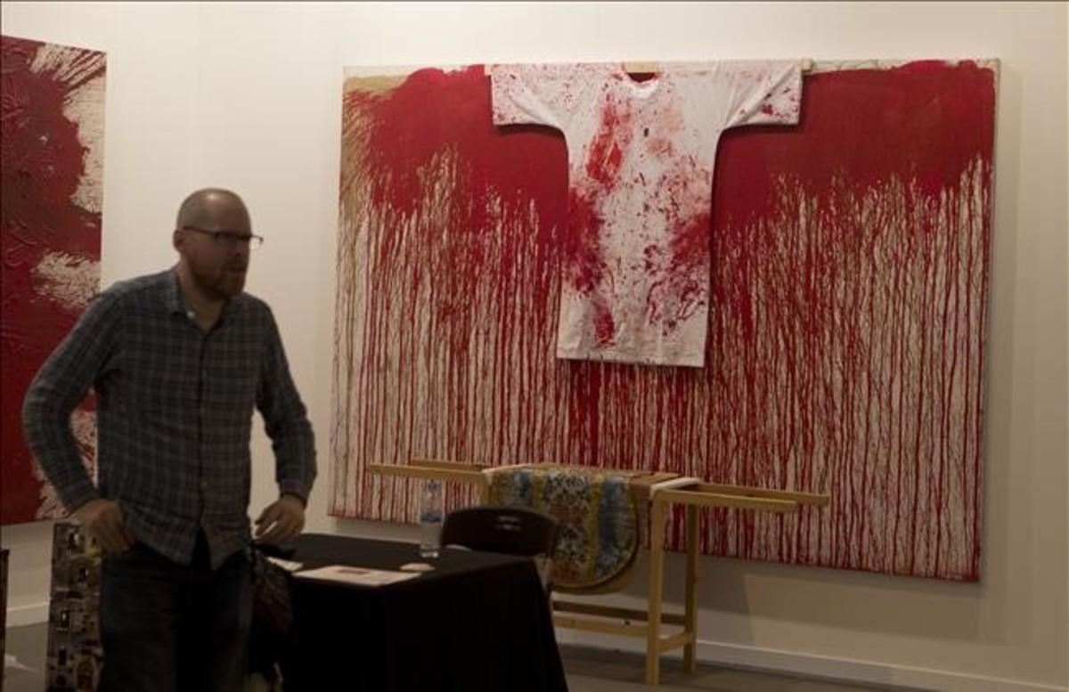 Detalle de la galería Marc Straus con obras de Hermann Nitsch.