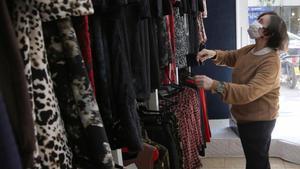 Maria Triola en su establecimiento 'Boutique Chantal', este mediodía.
