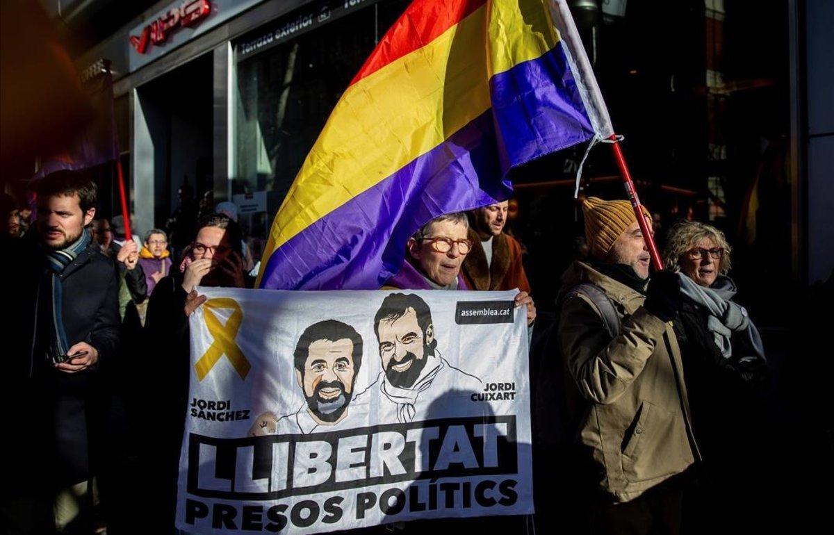 Concentración en soporte de los políticos presos cerca del Supremo.