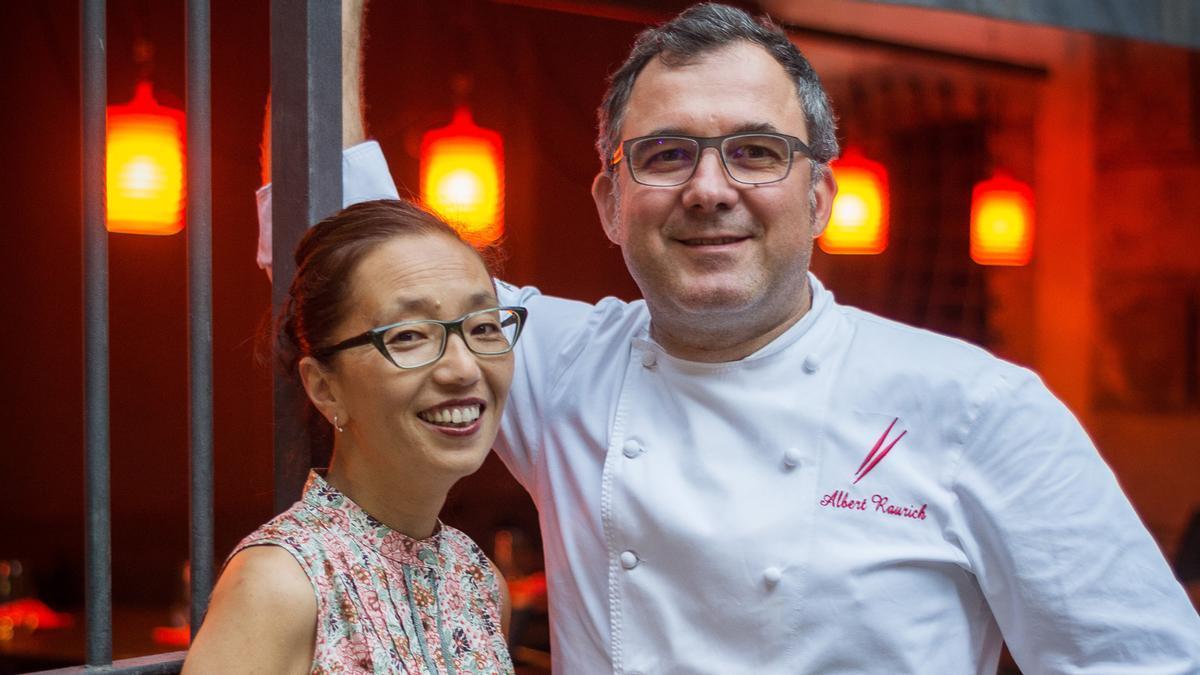 Albert Raurich y Tamae Imachi, propietarios del restaurante Dos Palillos.