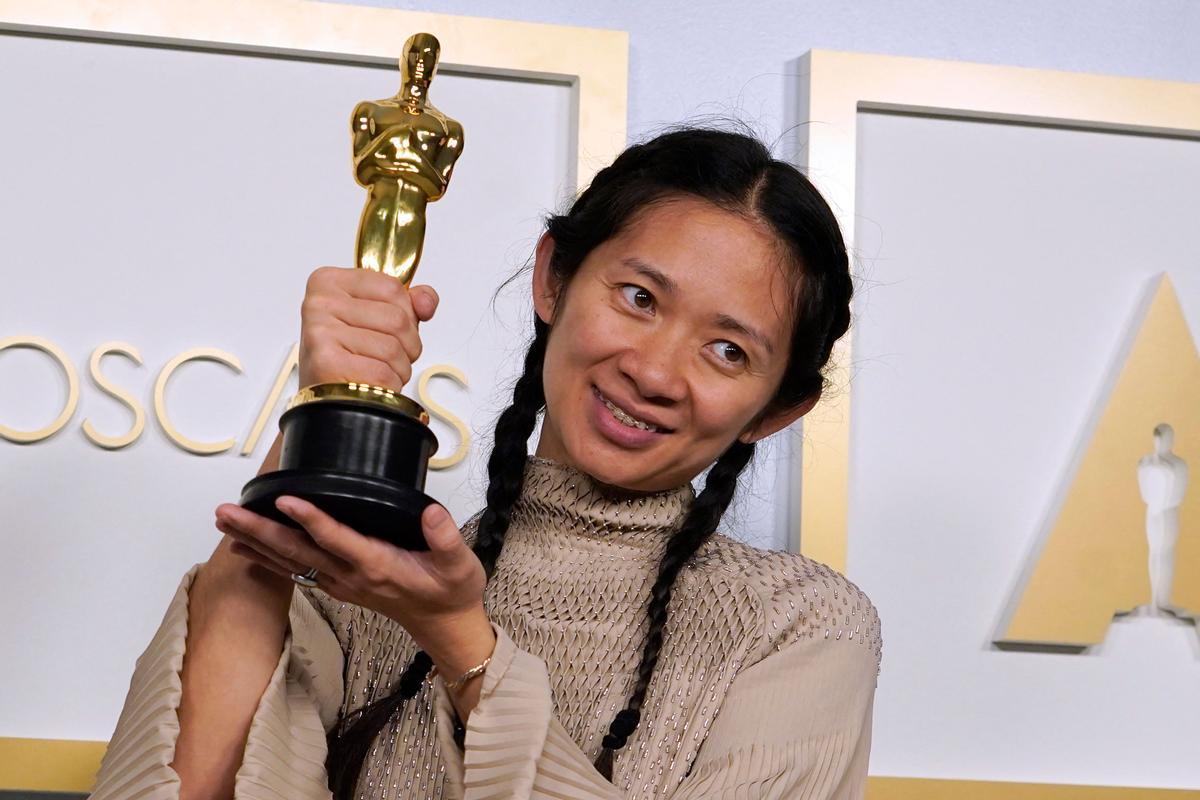 'Nomadland' se lleva el Oscar a la mejor película. En la foto, Chloé Zhao.