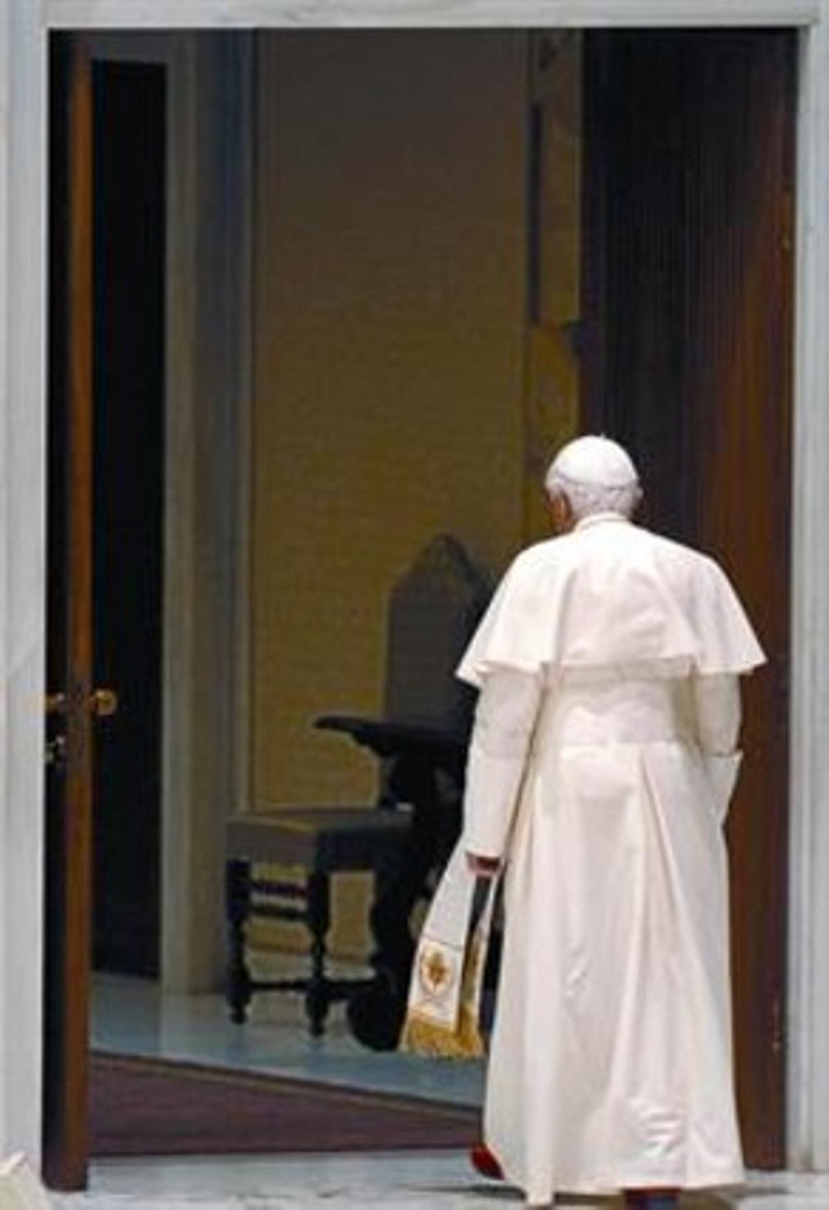 El Papa, tras la tradicional audiencia semanal, ayer en el Vaticano.