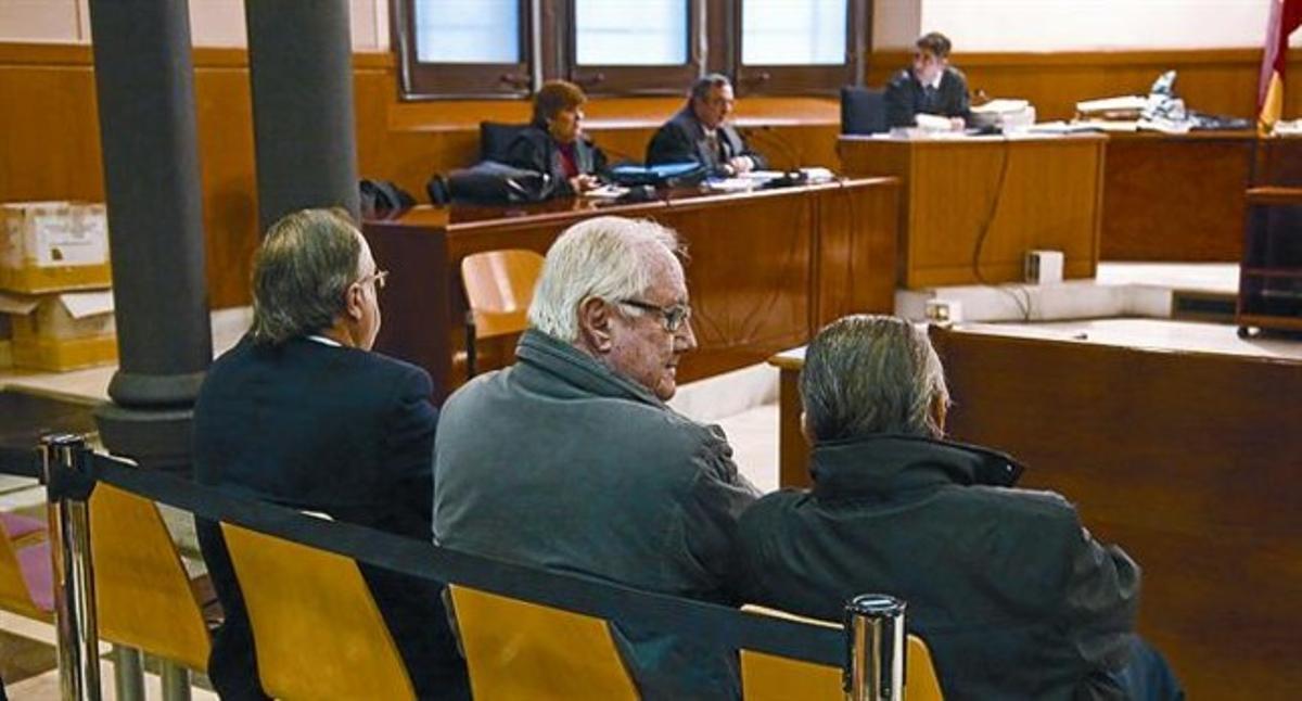 Al banquillo 8 Antoni Herce, Enric Roig y Albert Vilalta, expresidentes de FGC, durante el juicio, en el 2010.