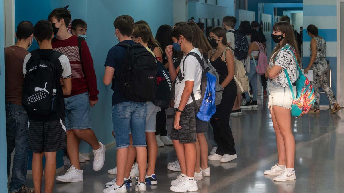Primer día de escuela en el instituto Sol de Riu de Alcanar.