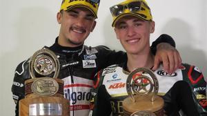 Aron Canet y Jaume Masiá posan, como buenos amigos, en el circuito de Austin (EEUU) donde fueron protagonistas.