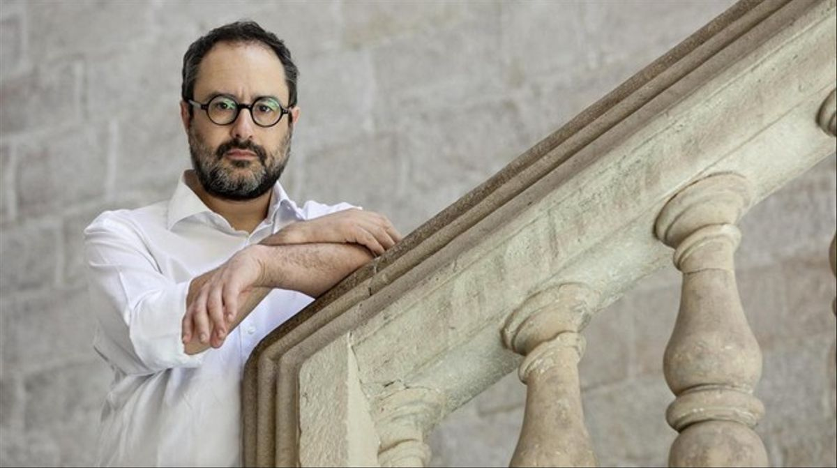 Antonio Baños posa para una entrevista con motivo de la publicación de su libro 'Posteconomía'.