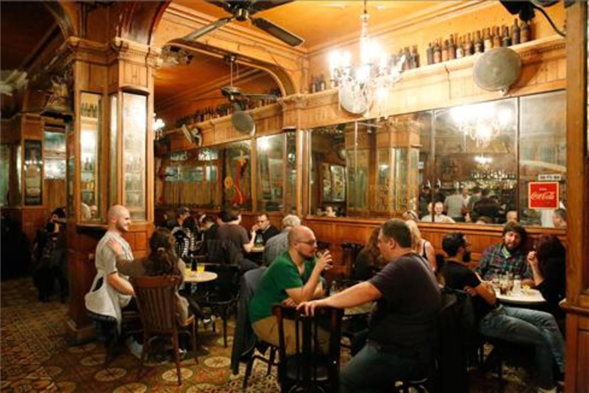 El Marsella (Sant Pau, 65) es uno de los bares más históricos de Barcelona.