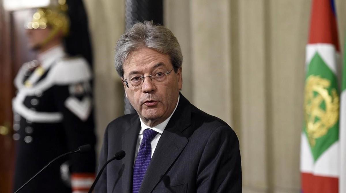 Gentiloni, durante su rueda de prensa tras la reunión con el presidente de la República, Sergio Mattarella, en el Quirinale, en Roma, este lunes.