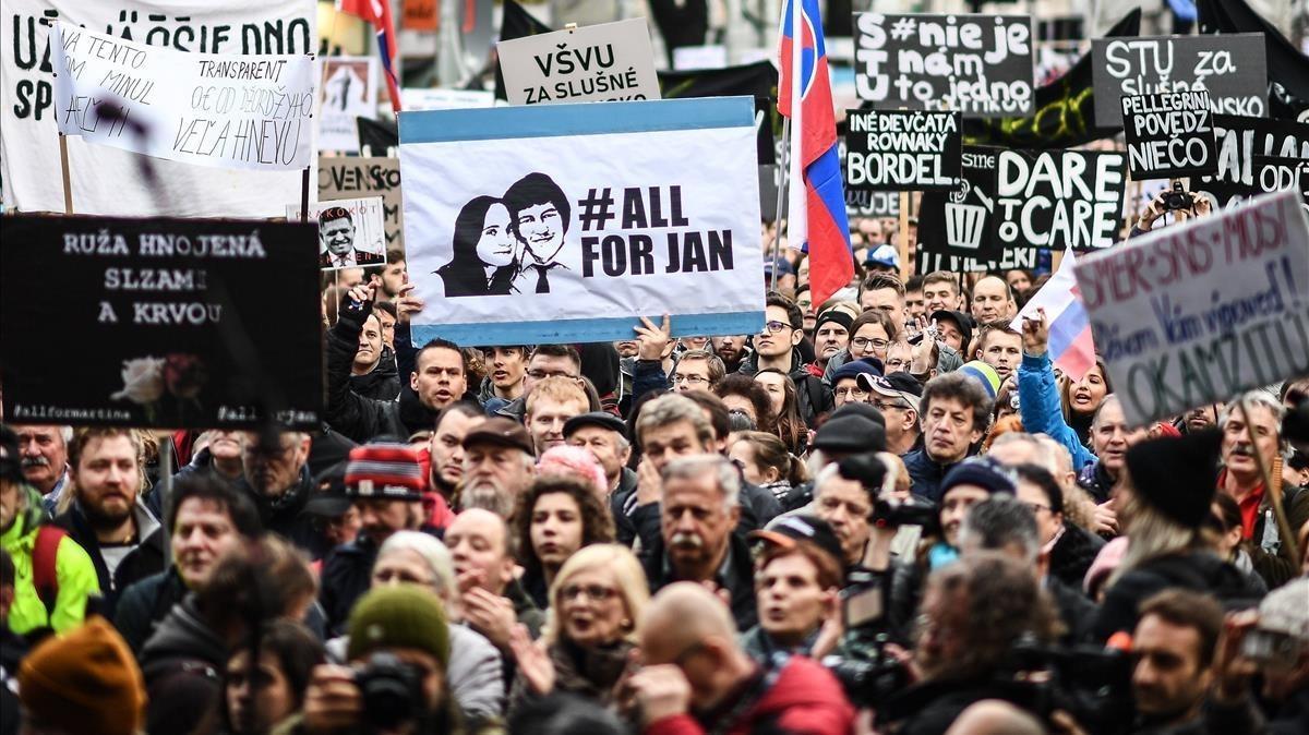 Vista de la manifestación multitudinaria en memoria del periodista eslovaco Jan Kuciak, en Bratislava, el 16 de marzo.