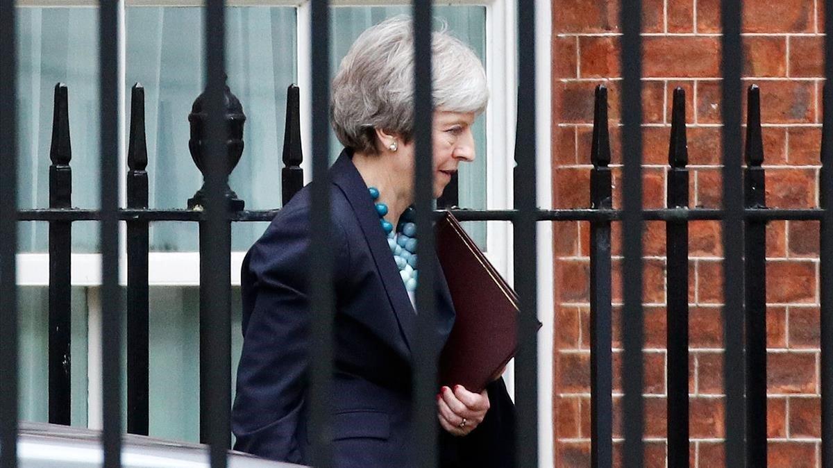 Theresa May abandona Downing Street en Londres.
