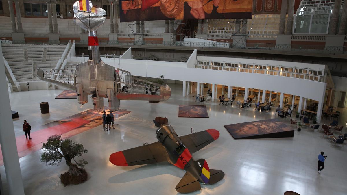 La instalación de Francesc Torres en la Sala Oval del MNAC.