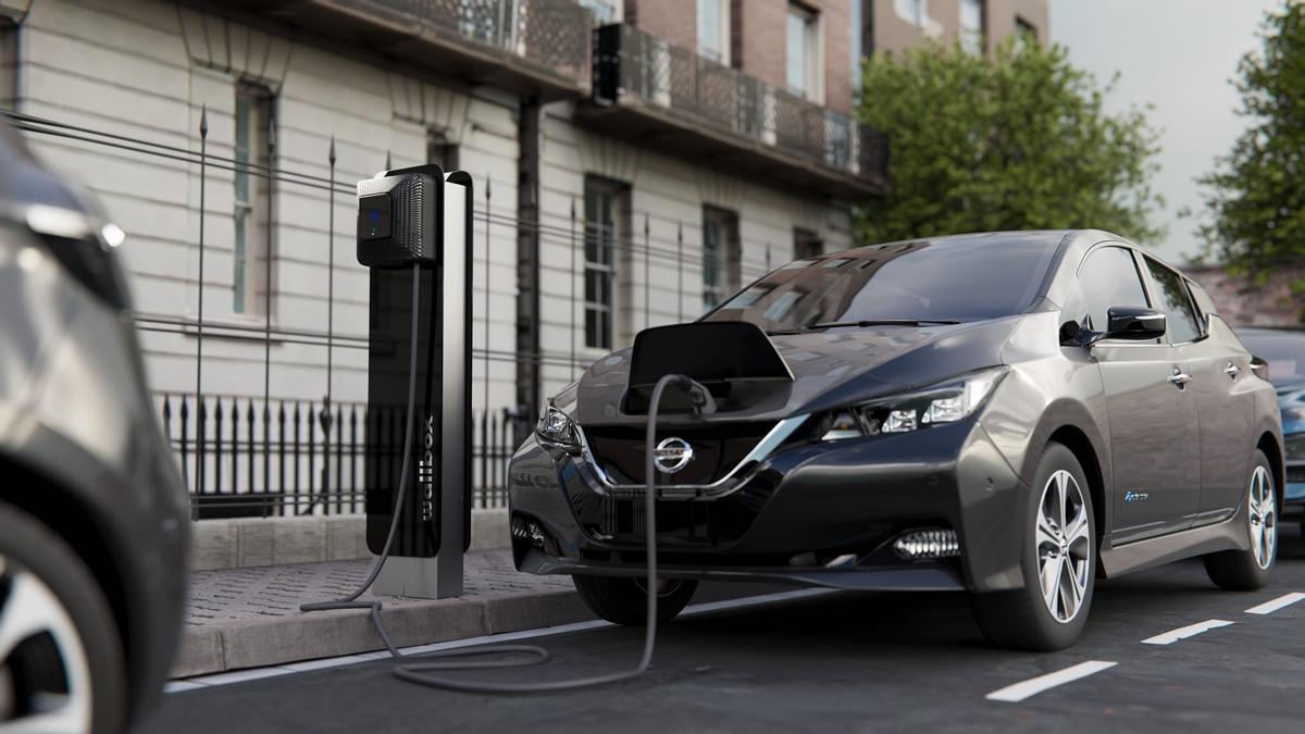 Nissan Leaf cargándose en un Wallbox Supernova