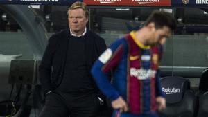 Barcelona  19 12 2020   Deportes         Koeman con semblante serio detras de un decepcionado Messi   durante el partido de liga entre el FC Barcelona y el Valencia    Fotografia de Jordi Cotrina