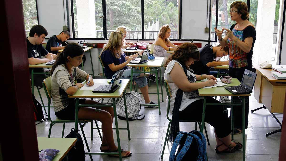 Murcia aboca a Educación al recurso al mantener la instrucción de la censura parental. En la foto, una clase de Barcelona.
