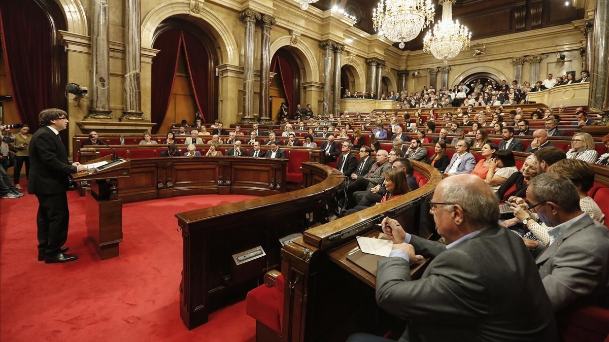 Carles Puigdemont, en el pleno de suspensión de la DUI del 10 de octubre en el Parlament.