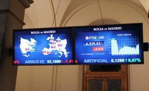 MADRID  11 12 2020 - La Bolsa espanola aumentaba las perdidas de la apertura hasta el 0 88   y se acercaba a los 8 100 puntos condicionada por el retroceso de los grandes valores y de las plazas europeas tras la caida de Wall Street el jueves  segun datos del mercado  EFE  Ana Bornay